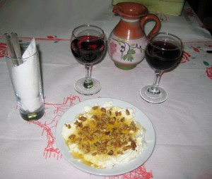 Yoghurt with honey and red wine